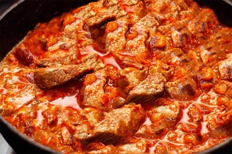 Жарка мяса в томате