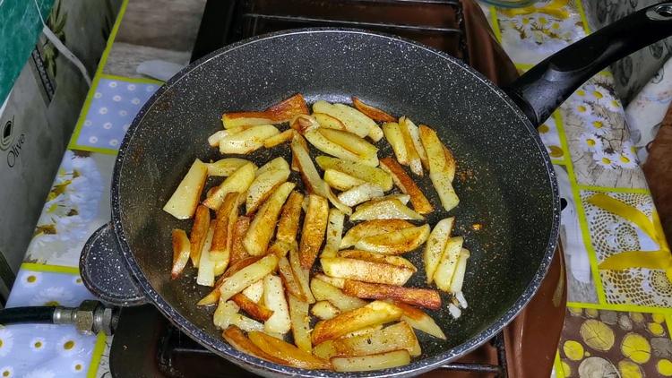 Жареная картошка со специями
